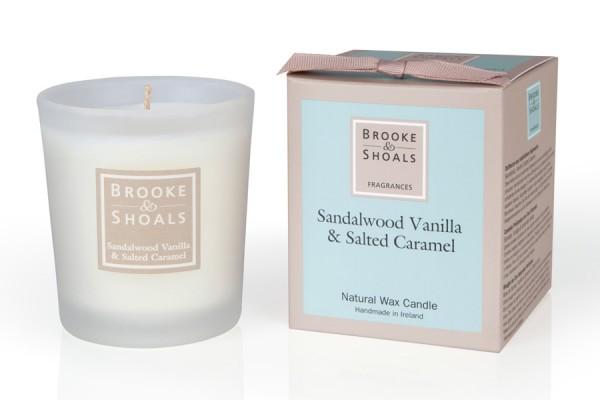 Brooke & Shoals Duftkerzen Sandelholz, Vanille & salziges Karamel Standardgröße RC im Levinia Maria e-Shop online kaufen